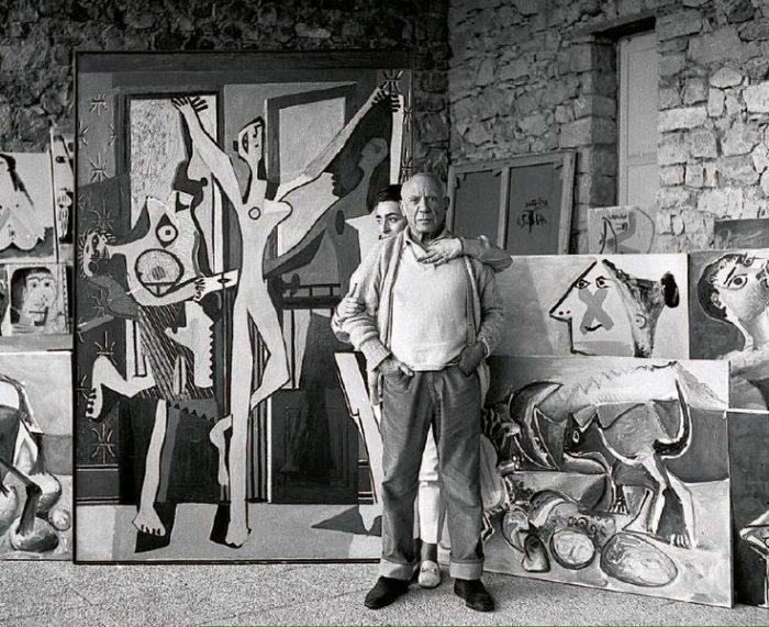 Picasso tại phòng vẽ