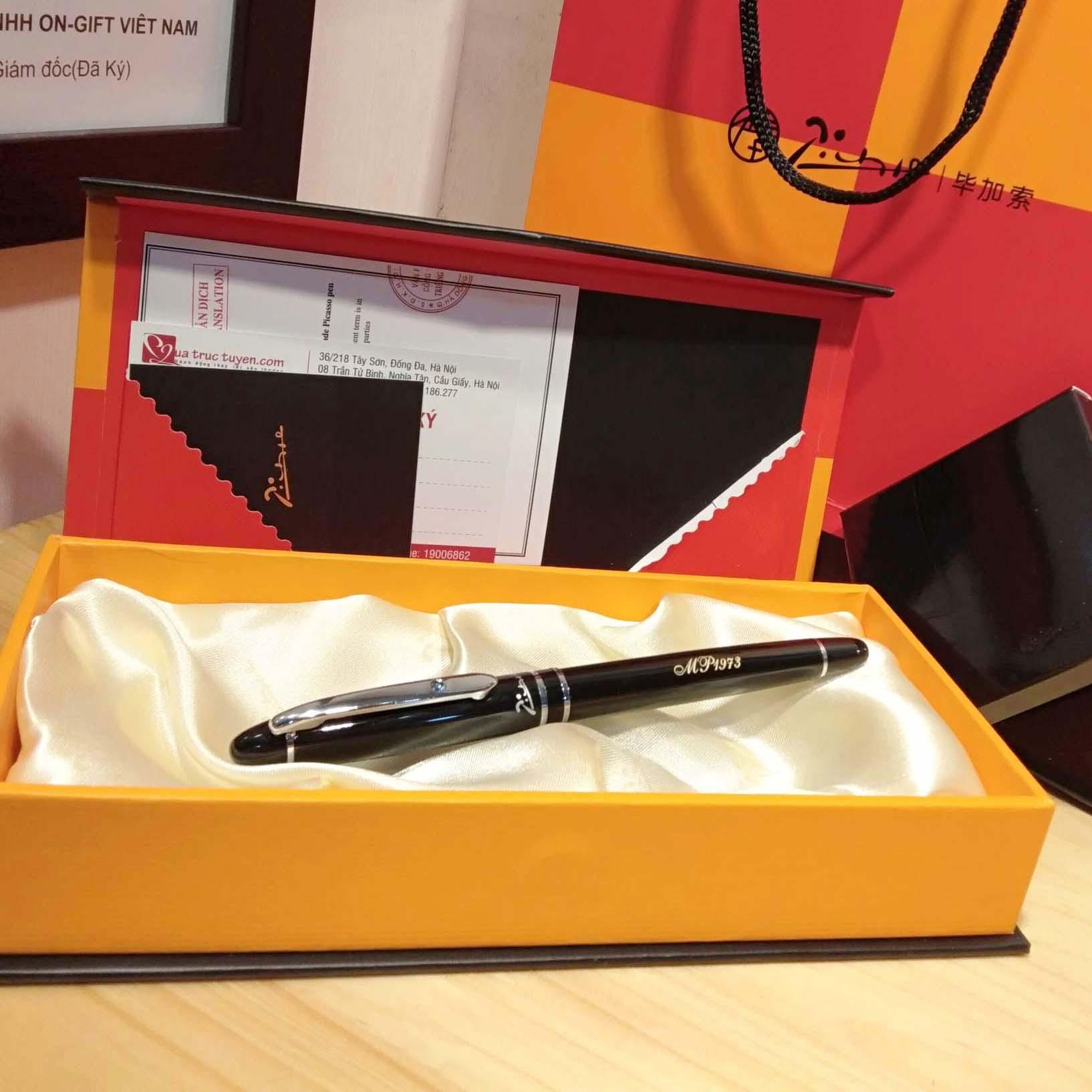 Khắc bút ký picasso 608 với chữ MP1973 ở thân bút
