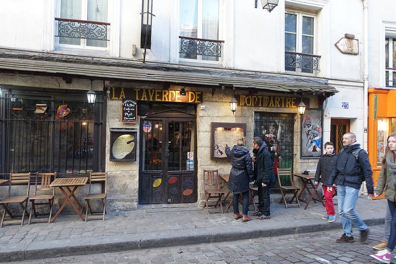 nhà hàng nhỏ xinh dưới chân dốc gọi món Fondue nổi tiếng