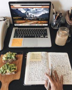 Lời khuyên cho bạn là nên sử dụng sổ tay và bút để ghi chép thay vì phụ thuộc tất cả vào máy tính